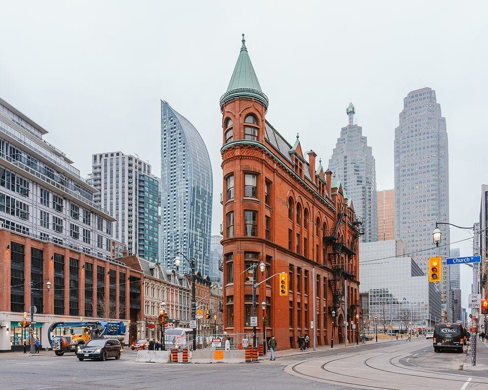 what-to-do-in-toronto-during-winter-GOODERHAM-BUILDING-elen-pradera-blog