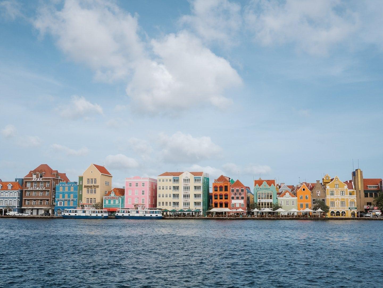 Predios-coloridos-de-Punda-Otrobanda-Curacao