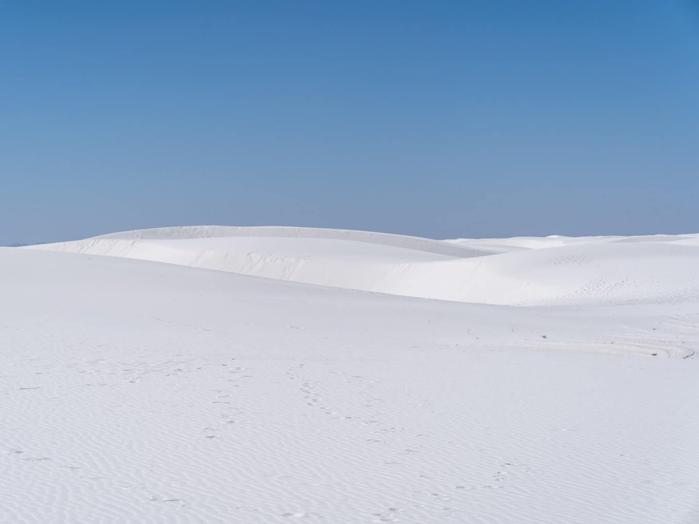 footsteps-on-the-dunes-of-white-sands-national-park